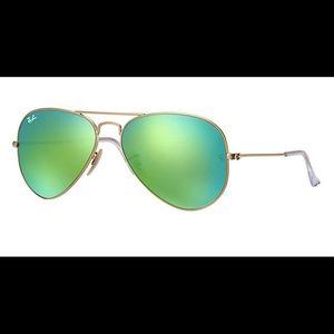 Green reflective Ray-ban aviators